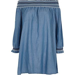 Robe Bardot évasée en jean bleue froncée à smocks