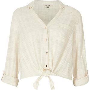 Chemise courte à carreaux crème nouée devant
