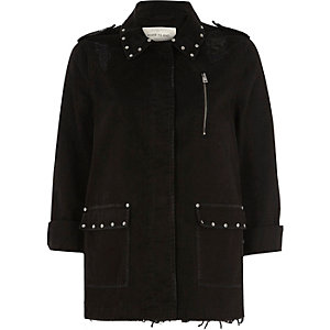 Schwarze Army-Jacke im Used-Look mit Nietenverzierung