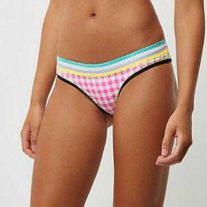 Bas de bikini à carreaux vichy rose avec surpiqûres