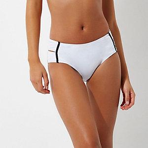 Weiße Bikinihose mit hohem Bund