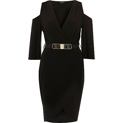 Robe moulante noire à épaules dénudées et ceinture