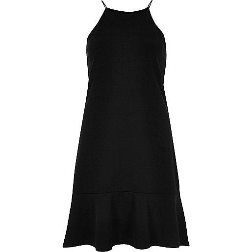 Schwarzes Trägerkleid mit Rüschen