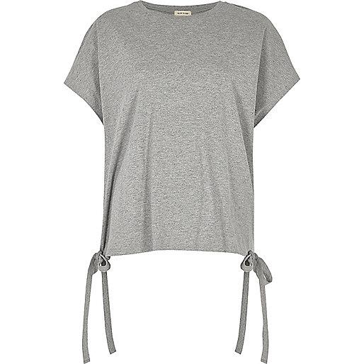 T-shirt gris noué à l'ourlet
