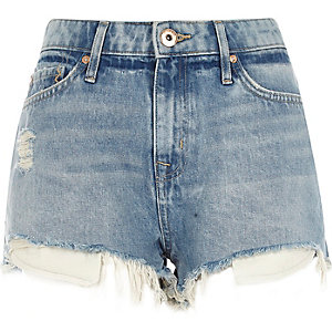 Lichtblauwe wash ripped hotpants met halfhoge taille