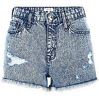Blaue Jeans-Shorts im Used-Look