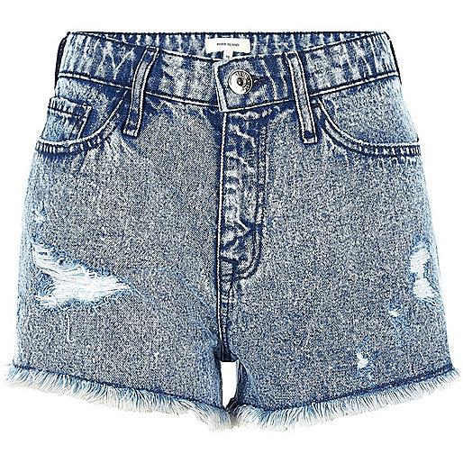 Short en jean bleu délavé à l'acide déchiré