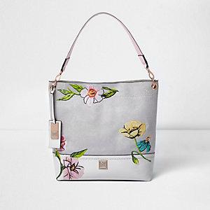 Grijze tas met geborduurde bloemen