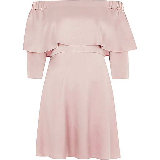 Robe Bardot évasée rose à volants