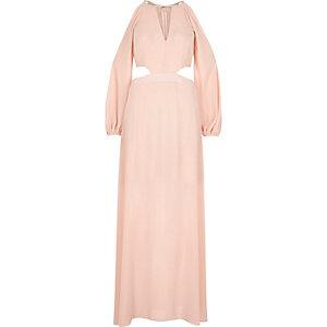 Robe longue rose clair à épaules dénudées