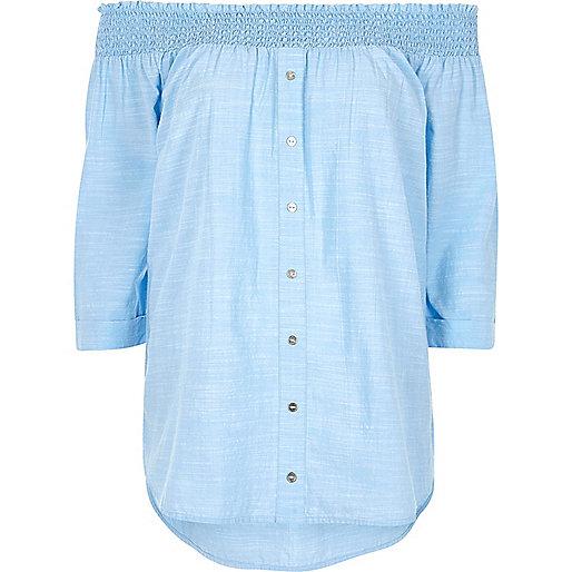 Top bardot en chambray bleu boutonné devant