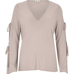 Light pink tie sleeve V-neck