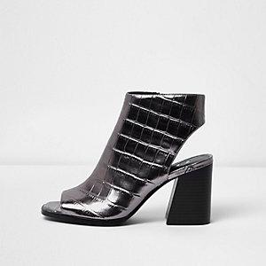 Silberne Stiefel mit Peeptoe in Krokodilslederoptik