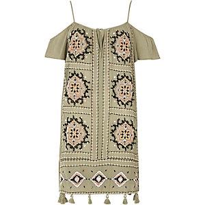 Kleid mit Zierstickerei und Schulterausschnitten