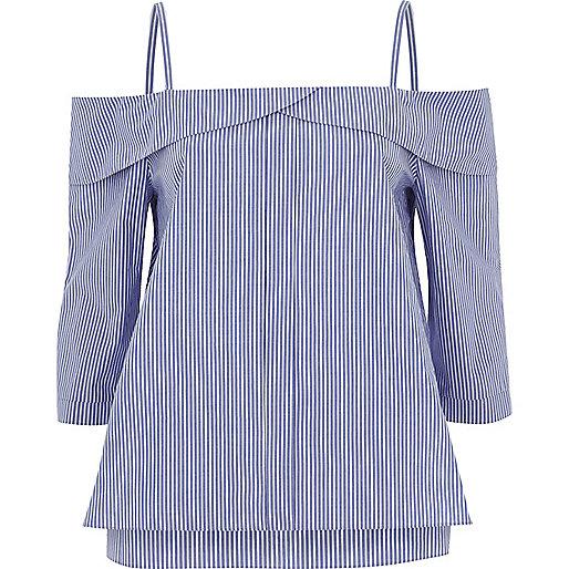 Top bleu rayé à épaules dénudées avec patte de boutonnage