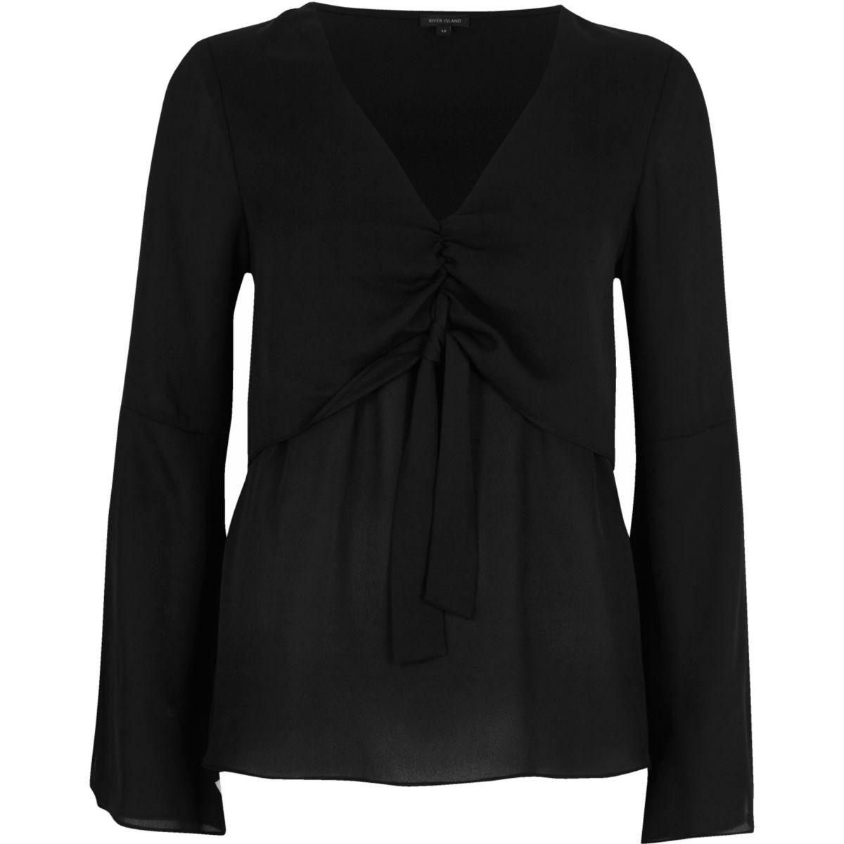 Schwarze Bluse zum Binden