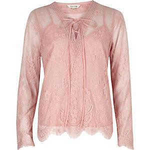 Roze blouse van gebloemd kant met lange mouwen