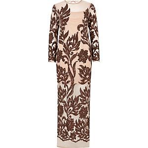 Robe longue beige ornée à manches longues