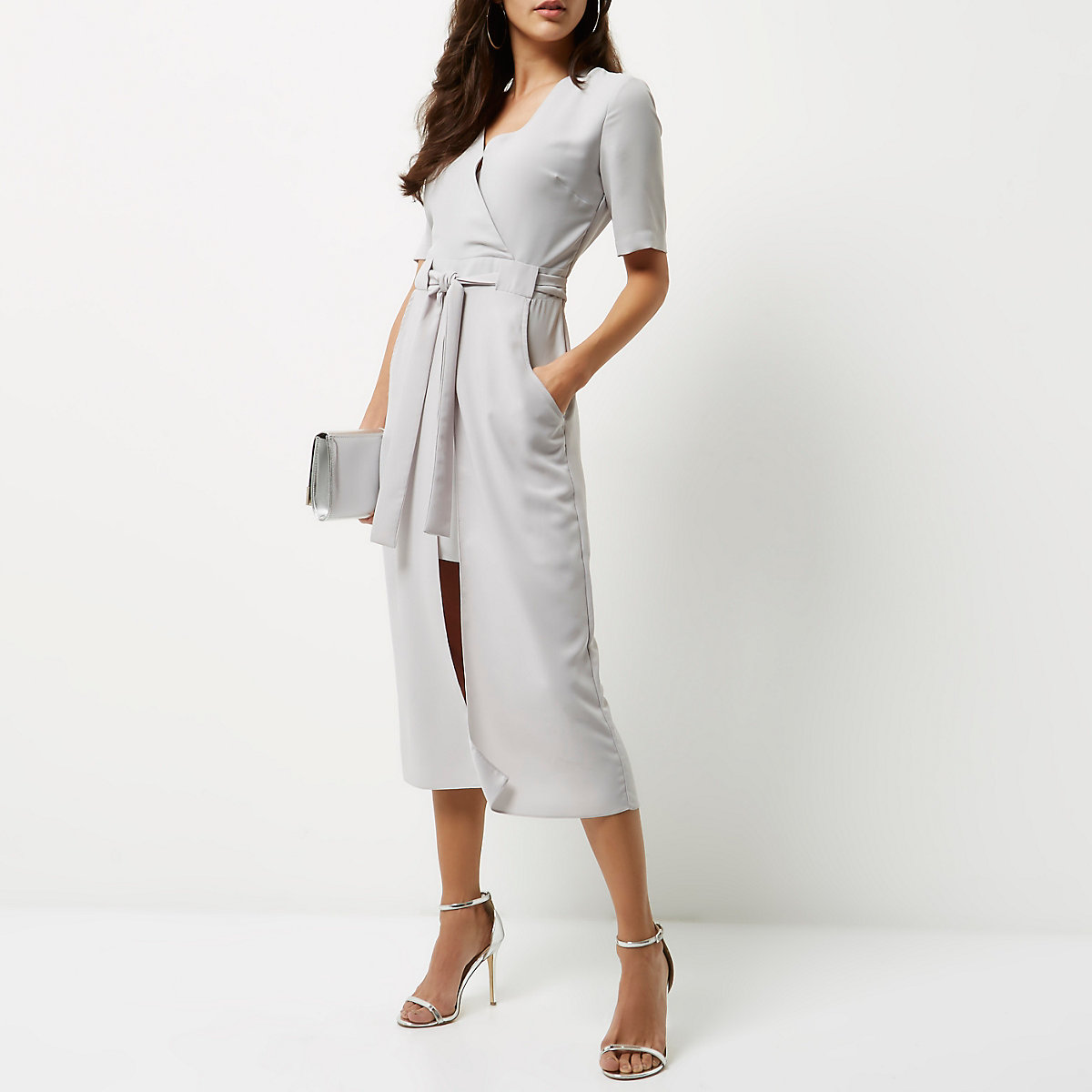 1d98aa99c3131e Lichtgrijze midi-jurk met overslag - Swingjurken - Jurken - Dames