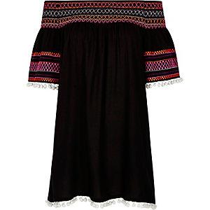 Robe Bardot noire froncée à pompons