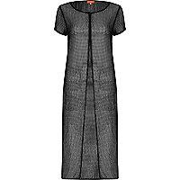 Schwarzes T-Shirt-Kleid mit Schlitz vorne