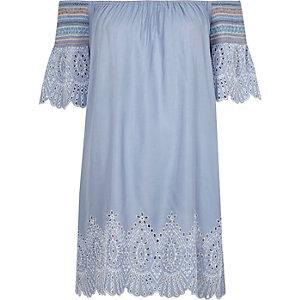 Robe de plage Bardot bleue à découpes