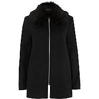 Manteau évasé noir avec col en fausse fourrure