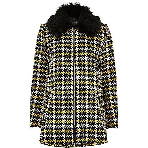 Manteau trapèze jaune à carreaux et col en fausse fourrure