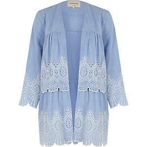Hellblauer Kimono mit Lochstickerei