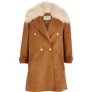 Manteau marron avec col en fausse fourrure