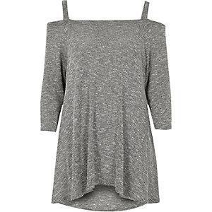 Top en maille gris à épaules dénudées et ourlet mouchoir