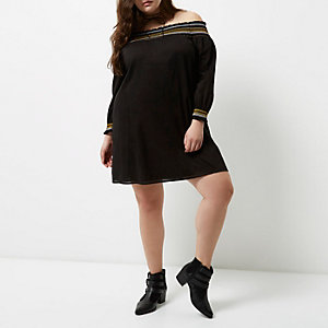 Plus – Robe Bardot noire froncée