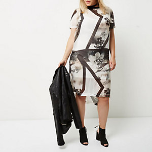 Plus white floral T-shirt dress