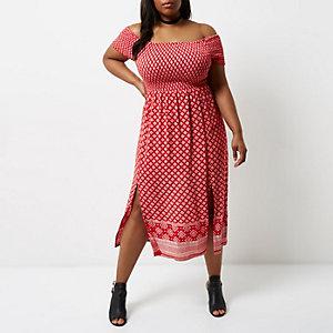 RI Plus - Rode gesmokte maxi-jurk met bardothalslijn