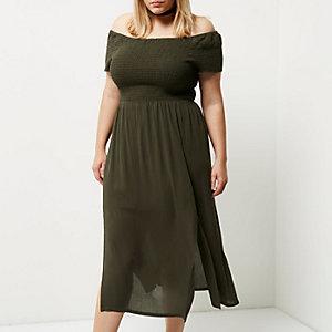 RI Plus - Kakigroene gesmokte maxi-jurk met bardothalslijn