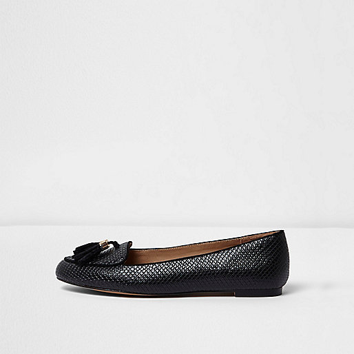 Black embossed snakeskin tassel loafers