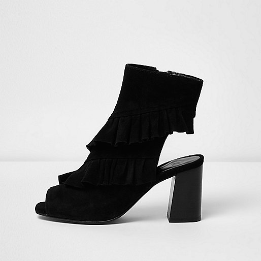 Bottines en daim noires à volants bout peep toe