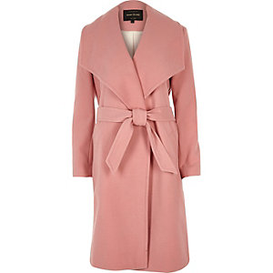 Roze jas met strikceintuur