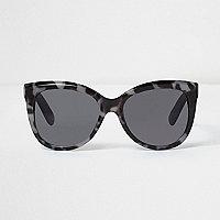 Schwarze und graue Sonnenbrille mit Leopardenmuster