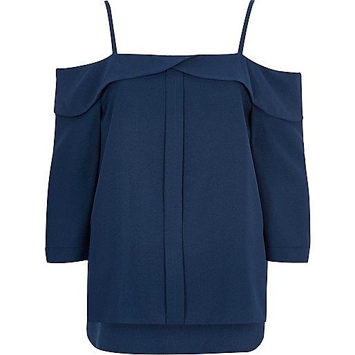 Top bleu à épaules dénudées avec patte de boutonnage