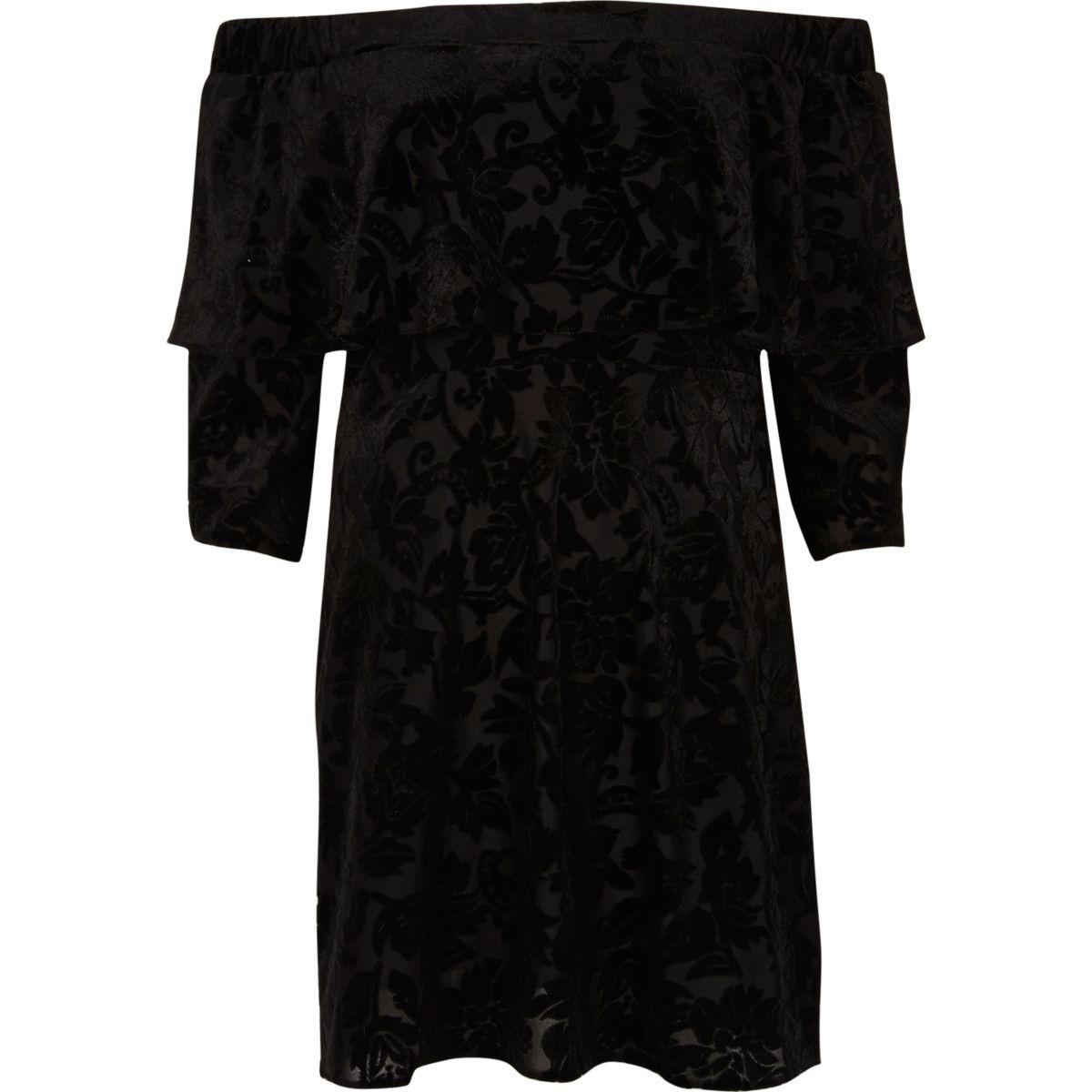 Robe évasée noire à décolleté Bardot à volants