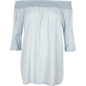 Gesmoktes, langärmliges Kleid