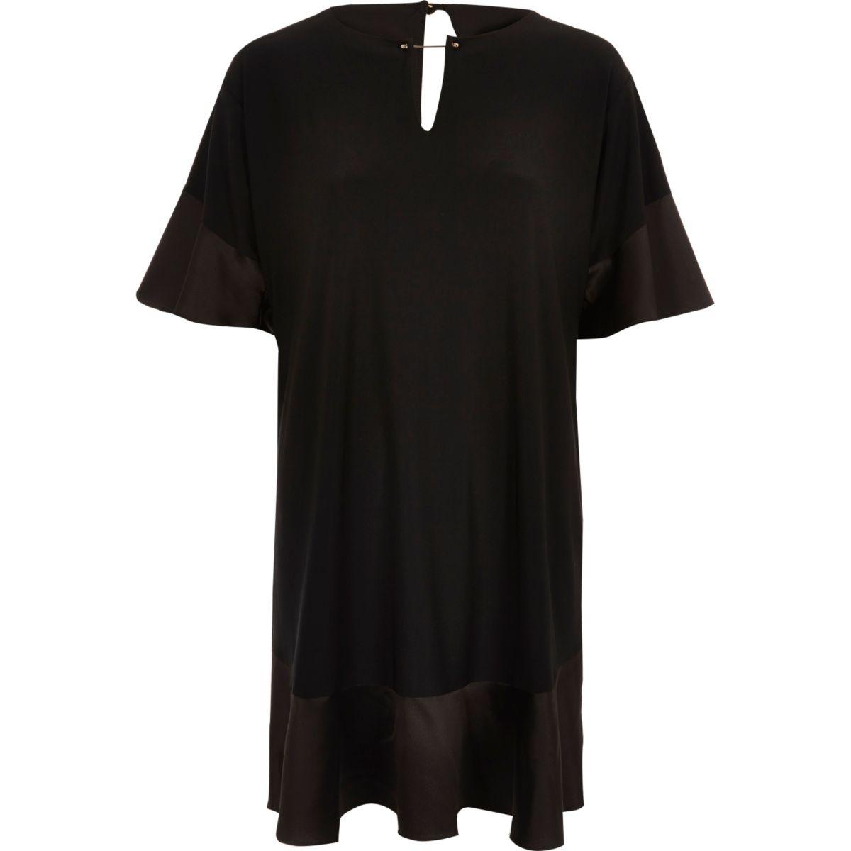Zwarte zwierige jurk met satijn