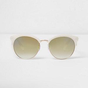 Weiße Sonnenbrille mit grünen Gläsern
