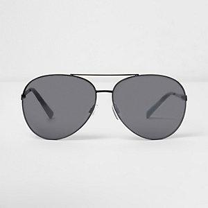 Lunettes de soleil aviateur noires à verres fumés