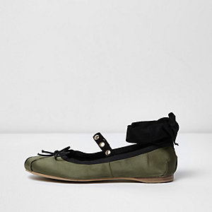 Khaki green ankle ribbon ballet flats