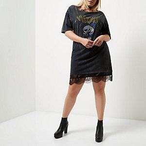 Plus – T-Shirt aus schwarzer Spitze mit Band-Print