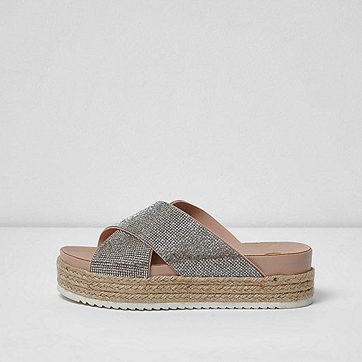 Beige, flache Sandalen mit Verzierung