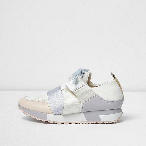 Beige elastic runner sneakers