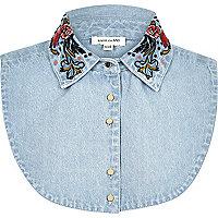 Plastron en jean motif fleuri brodé bleu